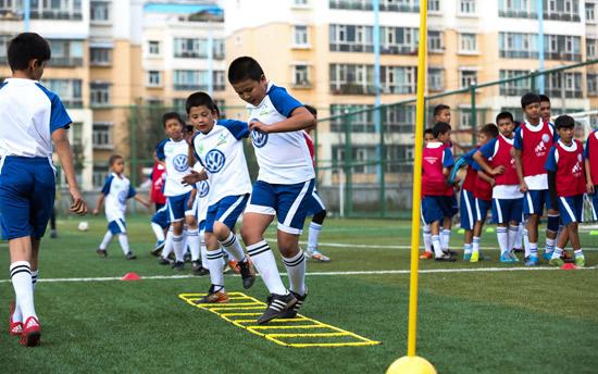 大众汽车-沃尔夫斯堡足球训练营在乌鲁木齐收官